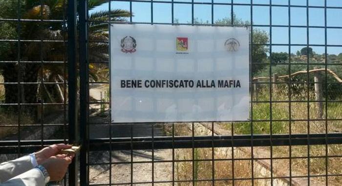 Immobili confiscati alla criminalità organizzata concessione gratuita a terzi - Proroga termine presentazione