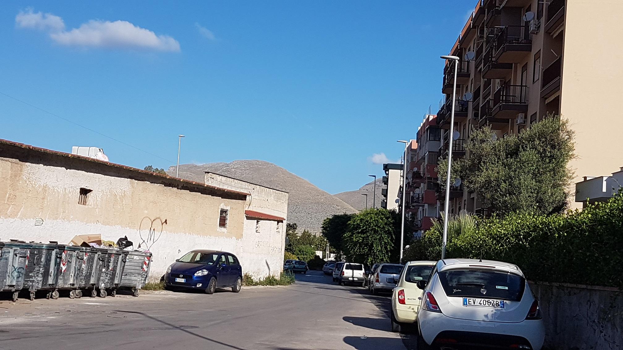 Via De Stefano, il sindaco accende il nuovo impianto di illuminazione a LED. Quattordici punti luce ad alta efficienza e durata